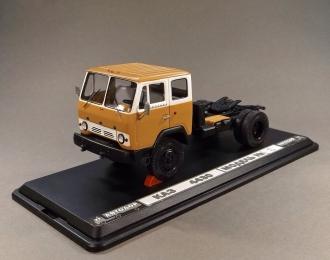 КАЗ-4430 седельный тягач 4х4 (1974-1977), бело-горчичный