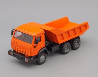 Камский грузовик 55111-005 самосвал (вертикальные ребра), оранжевый