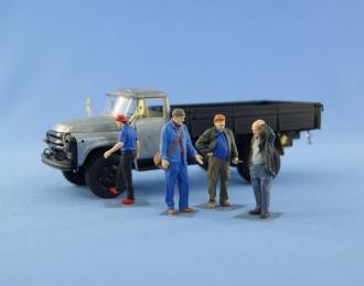 Набор фигурок четырех механиков - водителей (окрашены)