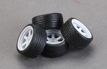 Резина 17' Yokohama AD08 Tires(295/40 R17)