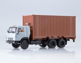 Камский грузовик 53212 с 20-футовым контейнером, серый / коричневый