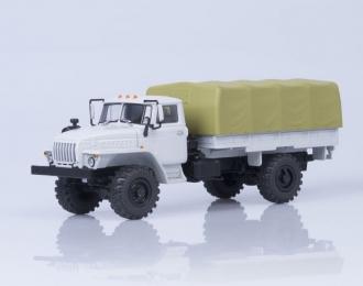 Уральский грузовик-43206 4х4 бортовой с тентом, серый