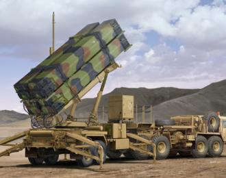 """Сборная модель Ракетная установка  ЗРК """"Пэтриот"""" (MIM-104F) с ЗУР PAC-3 и тягачом М983 HEMTT"""
