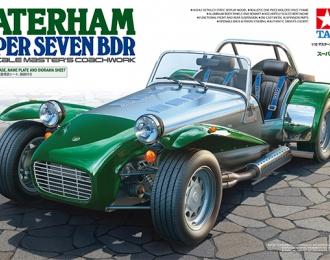 Сборная модель Caterham Super Seven BDR, с подставкой и булыжной мостовой для диорамы.