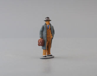 Фигурка мужчина в сером пальто