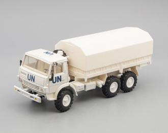 Камский грузовик 4310 UN с тентом (поворотные колеса), белый