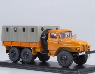 Уральский грузовик 375Д бортовой с тентом, оранжевый
