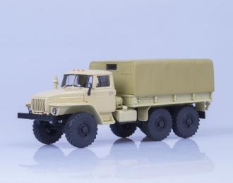 Уральский грузовик 4320 бортовой с тентом, бежевый