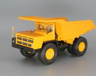 БелАЗ-7548 карьерный-самосвал, желтый