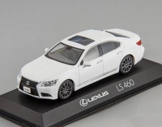 LEXUS LS460 F Sport, white