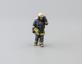 Фигурка Пожарный со штурмовым топором