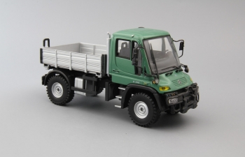 MERCEDES-BENZ Unimog U300, green / silver