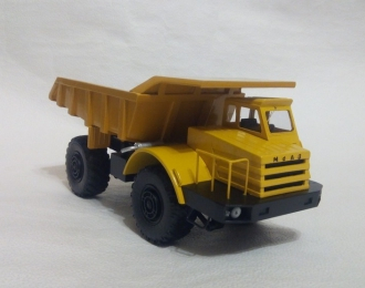 Сборная модель Карьерный самосвал МоАЗ-522