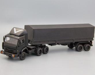 Камский грузовик 54115 (высокая дневная кабина с обтекателем) с полуприцепом, черный