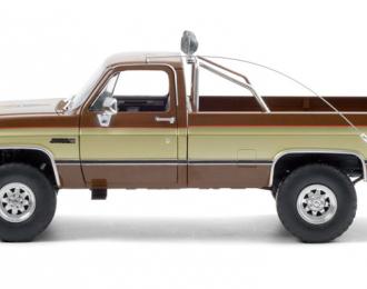 "GMC K-2500 Sierra Grande Wideside Pick-Up ""Fall Guy Stuntman Association"" 1982 Gold - Brown"