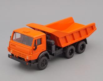 Камский грузовик 5511 самосвал (вертикальные ребра), оранжевый, с огнями автопоезда