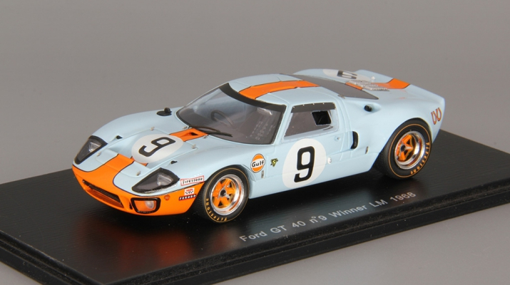 FORD GT 40 #9 Winner Le Mans (1968), blue / orange