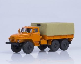 Уральский грузовик 4320 бортовой с тентом, оранжевый