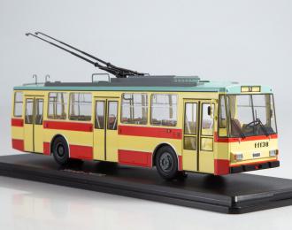 Троллейбус Skoda-14TR, красно-бежевый