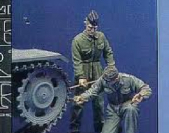 Lt. Straub and photographer 1944