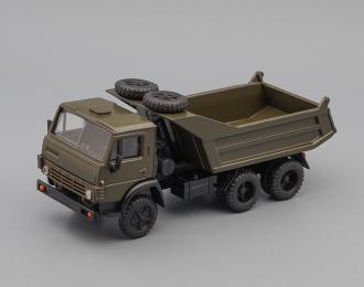 Камский грузовик 55111 с двумя запасками (горизонтальные ребра), хаки