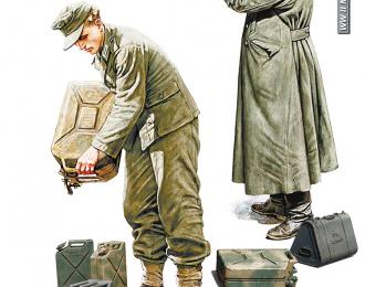 Сборная модель Немецкие Солдаты c Канистрами