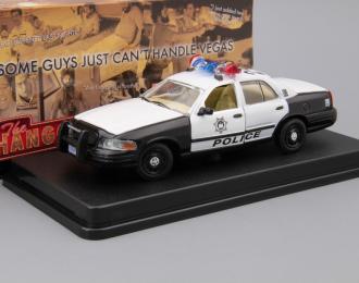 "FORD Crown Victoria Police Interceptor из к/ф ""Мальчишник в Вегасе"" (2000), white / black"