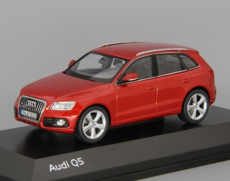 AUDI Q5 (2012), red
