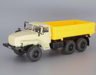Уральский грузовик 43202 сельхозвариант, бежевый / желтый