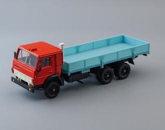КАМАЗ 53212 бортовой без тента, красный / голубой