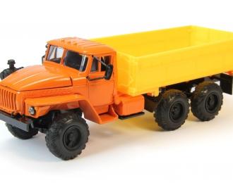 Уральский грузовик 5557 Сельхозвариант, оранжевый / желтый