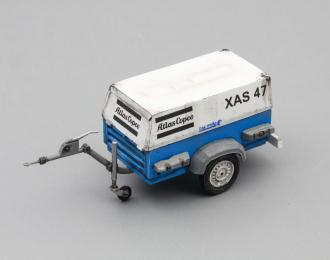 Компрессор Atlas Copco XAS 47 со следами эксплуатации (открытый на прицепе), белый / синий