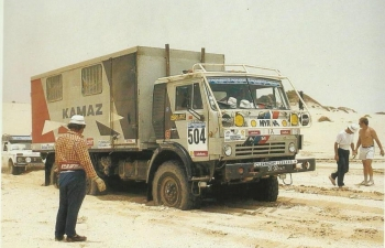 Надстройка Техничка (Ралли Objective Sud) на шасси Камский грузовик, серый
