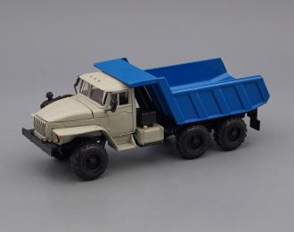Уральский грузовик 55571 самосвал, серый / синий