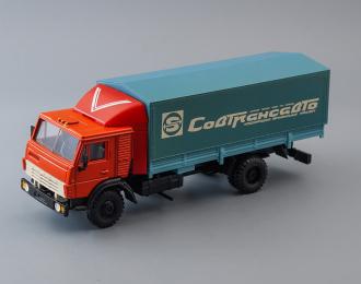 Камский грузовик 5325 с тентом Совтрансавто,  красный / голубой