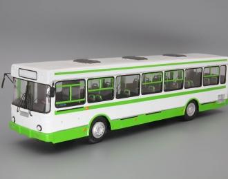 Ликинский автобус 5256, белый / зеленый