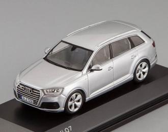 AUDI Q7 (2015), silver