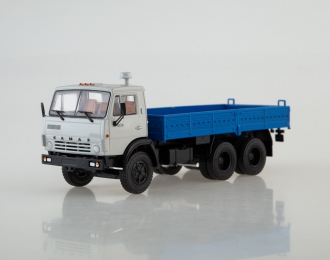 Камский грузовик 5320 бортовой, серый / синий
