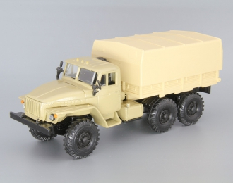 Уральский грузовик 4320 с тентом, бежевый