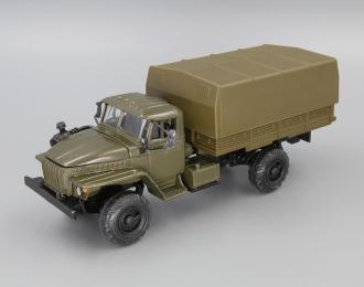 Уральский грузовик 43206 с тентом, хаки