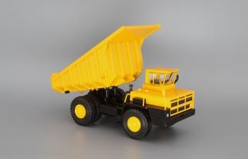 БелАЗ-7526 карьерный самосвал, желтый