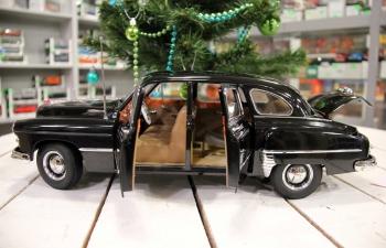 ЗиМ автомобиль Сун Цинлин вице-председателя КНР, черный