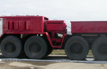 Сборная модель МАЗ-537 балластный тягач (удлиненная кабина, с открывающимися элементами)