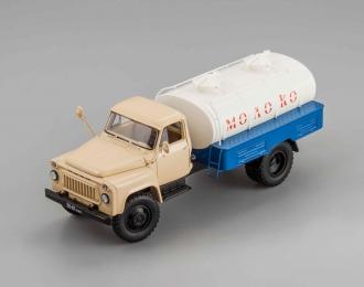 Горький АЦПТ-3,3(53А) Молоко 1970 г., бежевый / белый