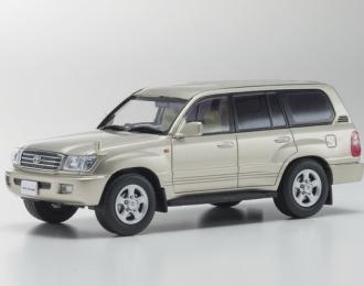 Toyota Land Cruiser 100 (gold mica)