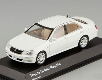 TOYOTA Crown Majesta, white pearl