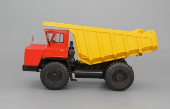БелАЗ-7526 карьерный самосвал, красный / желтый
