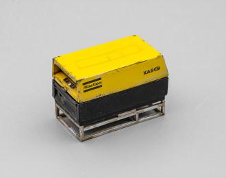 Компрессор Atlas Copco XAS 47 со следами эксплуатации (открытый на ферме), желтый / черный