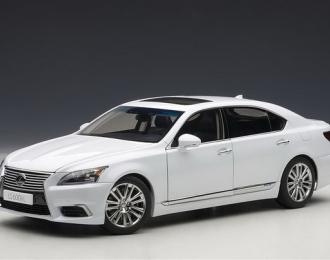 Lexus LS600hL 2013  (Bild s. Anhang) (white pearl)