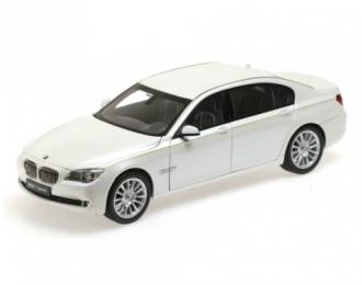 BMW 7 Series (F02) белый